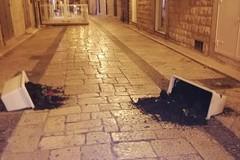 Ancora atti vandalici in città: distrutte due fioriere in via Zanardelli