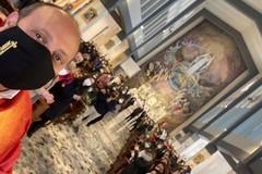 Padre Sabino e il Vip preferito: il selfie delle Palme