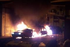 Ancora auto in fiamme nelle notte, tre in via San Gervasio