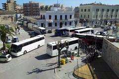 Arrivano i turisti e i bus invadono piazza Plebiscito