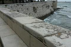 Muraglione della Villa comunale, i vandali costano al comune 4500 euro