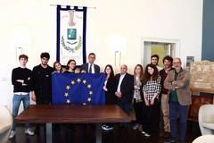 """L'Europa al centro di un incontro tra gli studenti del """"De Sanctis"""" e il sindaco"""