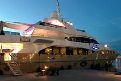 """Ancora yacht di lusso a Trani: arrivato il """"Marina Wonder"""""""