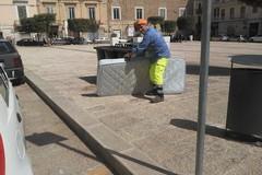 L'inciviltà non va in vacanza: materasso abbandonato in piazza Campo dei Longobardi