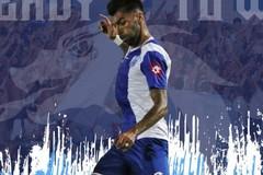 UTD Sly a ritmo di tango argentino con il difensore Manuel Gonzalez