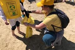 """Legambiente in spiaggia con i bimbi del """"Marsupio"""""""