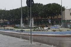 Ritorna l'inverno, oggi a Trani nevicate intermittenti e schiarite