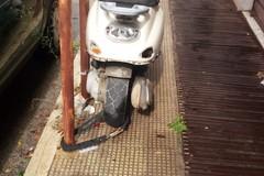 Degrado nel centro tranese: rifiuti e sporcizia tra via Vittorio Veneto e via Giotto