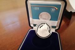 La moneta di argento raffigurante la cattedrale di Trani