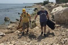 Puliamo il mondo, volontari in azione sul lungomare Chiarelli e a villa Bini