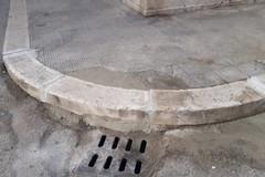 Strade, riparato il marciapiede tra via delle Crociate e via di Borgogna