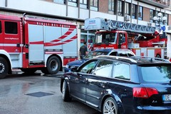 """Si scarica l'apparecchio acustico e """"sparisce"""" per ore, intervengono (quasi) i vigili del fuoco"""