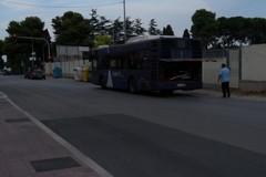 Disagi sulla strada: autobus in panne in viale De Gemmis