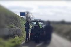 Sorpreso a scaricare rifiuti su una complanare, multato dalla Polizia locale