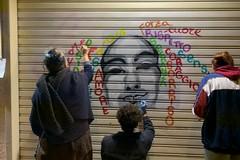 Simboli fallici si trasformano in arte, così cambia volto una palestra di Trani