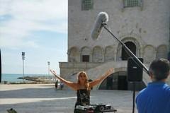 Linea Verde torna in città, oggi a Trani la cantautrice Jo Squillo