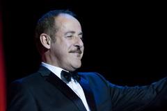 Promessa mantenuta, Massimo Lopez torna a Trani con il suo spettacolo