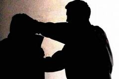 Discussione tra condomini finisce male: un ferito