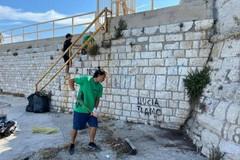 Dallo sport all'ambiente: l'esperienza del Parkour aiuta i volontari a ripulire un tratto difficile della costa