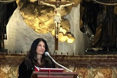 Una tranese sull'altare della Cattedra di San Pietro nella S. Messa del mattino