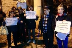 Protestano gli anziani di Villa Guastamacchia