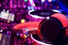 Suonart: Trani raccontata a suon di musica da 5 deejay e una guida turistica