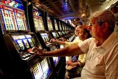 Gioco d'azzardo, la guardia di finanza in azione nella Bat: 15 interventi