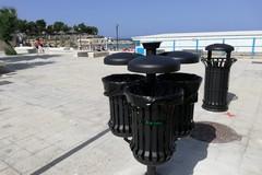 Costa tranese, installati 40 set di nuovi cestini porta rifiuti