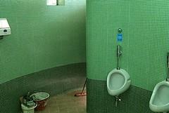 Verde e bagni pubblici, garantiti i servizi fino a dicembre