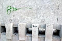 Il bassorilievo degli Statuti Marittimi danneggiato da vandali