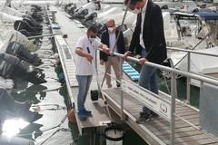 Stop all'inquinamento in mare, a Trani installati tre raccoglitori di rifiuti galleggianti