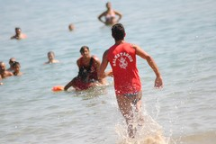 Trani, rischiano di annegare alla Seconda Spiaggia: due ragazzi finiscono in codice rosso al Pronto Soccorso
