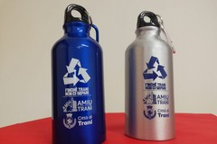 Borracce in alluminio per i piccoli studenti di Trani