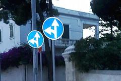 A Colonna i cartelli stradali raddoppiano