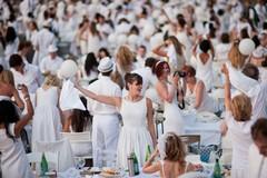 """Questa sera tutti in piazza Quercia per la """"cena in bianco"""""""