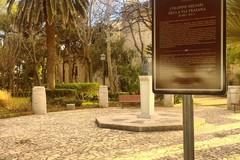 Villa comunale, spuntano cartelli esplicativi delle colonne miliari della via Traiana