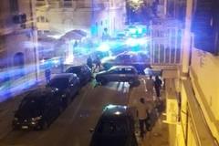Un'auto si schianta contro il muro in via Elena Comneno