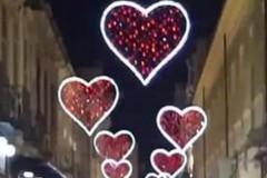 """Trani s'illumina con """"Il corso stellare"""", l'iniziativa di Comune e privati in vista di San Valentino"""