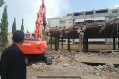 Dopo 40 anni, al via le operazioni di demolizione del rudere di via Di Vittorio