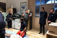 Cardioprotezione: tre defibrillatori nelle disponibilità della Polizia municipale