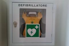 La Polizia locale istruita all'uso del defibrillatore: incontro oggi in biblioteca