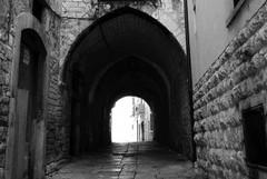 Via Dogana Vecchia e non solo: istituita un'area pedonale permanente