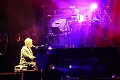 Calendario di Trani 2011: ci sono Elton John e Roberto Maroni