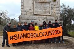 #siamosolocustodi, ripulito anche quest'anno l'epitaffio della Disfida