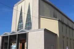 Prova ad iscrivere il figlio a catechismo: il prete rifuta