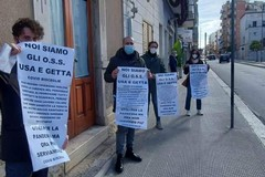 """""""Siamo gli Oss usa e getta del covid"""": la protesta a Andria bloccata dalle forze dell'ordine"""