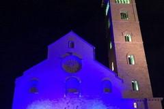 Illuminati dalla solidarietà, la Cattedrale di Trani si tinge di blu