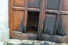 Grave atto intimidatorio, bruciato il portone d'ingresso dell'abitazione del sindaco di Trani
