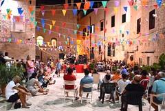 """""""Trani è"""", piazza Scolanova prende vita con musica e arte"""