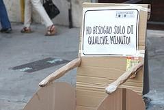 Posteggi auto occupati dalle carrozzine: ieri sera a Trani un flash mob